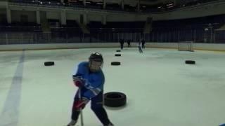 Упражнения на технику катания с шайбой.
