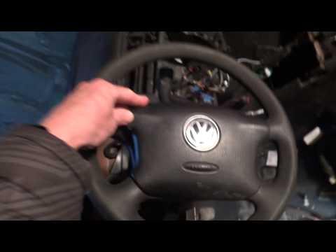 Разборка Volkswagen Bora и Golf 4 . Как снять подушку руля? Хитрые фиксаторы