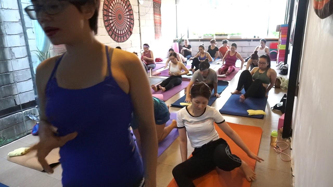 Yoga thải độc tố bức xạ nhiệt cho ngày nắng nóng 40 độ C ở Sài Gòn