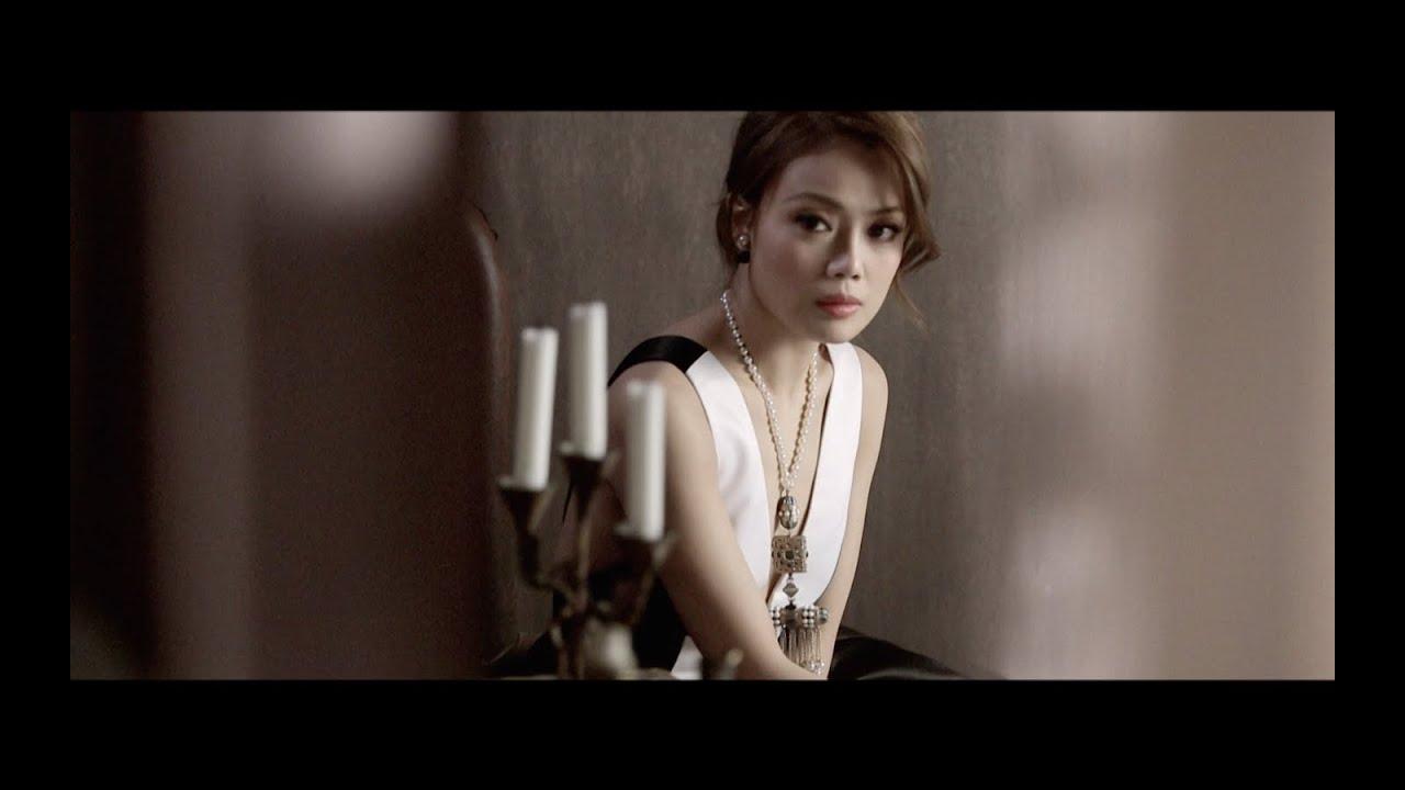 容祖兒 Joey Yung《這麼近那麼遠 》[Official MV]