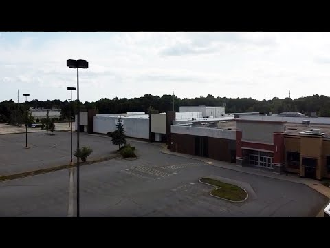 Exploring an abandoned Dead Mall