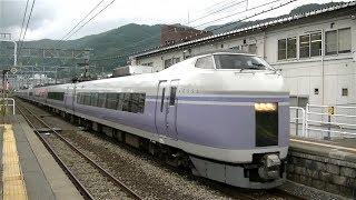 JR中央本線上諏訪駅に入線するE351系特急「スーパーあずさ」新宿行き