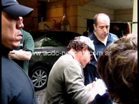 Ac dc live at river plate waiting brian johnson signing for Johnson argentina