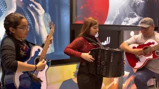Gambar cover picame tarantula evelyn y jenifer namm show 2019