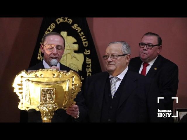 VÍDEO: La Cofradía del Silencio homenajea a Manuel Ortiz y Francisco Ruiz con su Insignia y su Tambor de Oro
