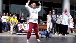 Девушка хорошо танцует под бит видео 349233(, 2015-02-11T09:25:31.000Z)
