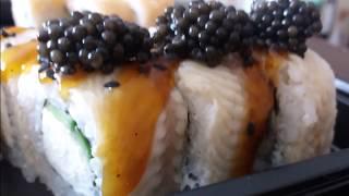 Суши с чёрной икрой. Обед простого рыбовода из России.