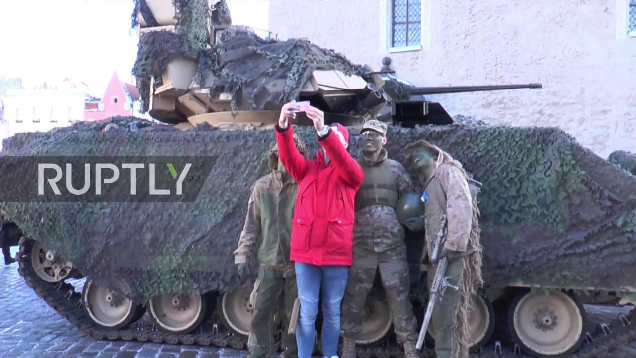 В День независимости Эстонии по центру Таллина прошли танки НАТО