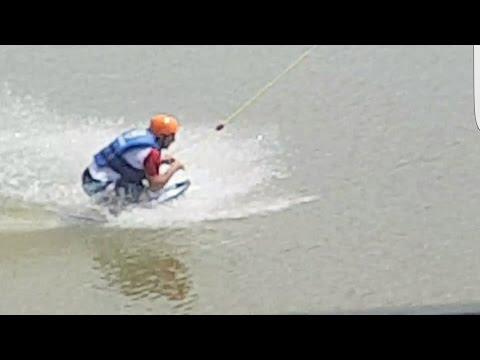 WakeBoarding ฝรั่งเล่นกีฬาทางน้ำ