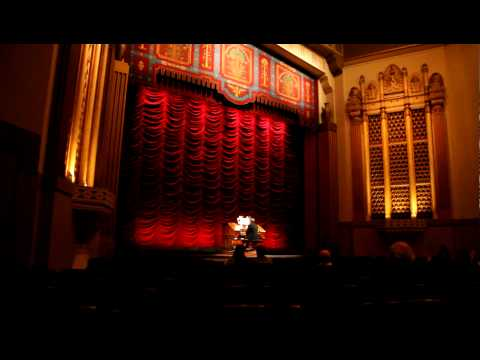 Organ player at Stanford Theatre
