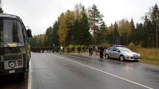 Колонна из 300 кремлевских курсантов движется на Волоколамск