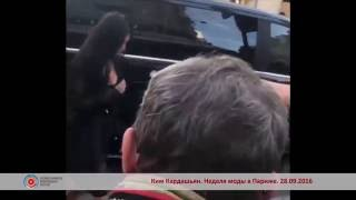 Кардашьян будет судиться с украинским журналистом за поцелуй в «пятую точку»