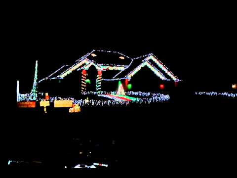 House in wisconsin crazy christmas lights to music 2012 for Crazy house music