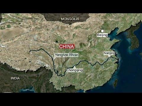 Hundreds missing as ferry sinks on China's Yangtze River