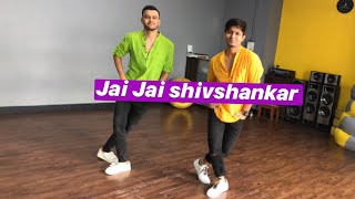 jai-jai-shivshankar-dance-hrithik-and-tiger-vicky-ft-armaan