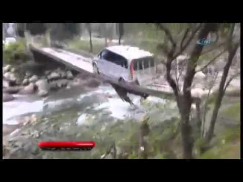 Rizeli Bu Kez Asma Köprüden Otomobiliyle Geçmeye Kalktı