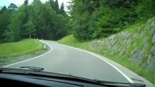 De berg op naar camping Gross Walsertal in Raggal. Voralberg. Oostenrijk..mp4