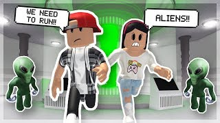 MY GIRLFRIEND WANTS TO TRY AND HUNT FOR ALIENS! - ROBLOX ESCAPE AREA 51 OBBY