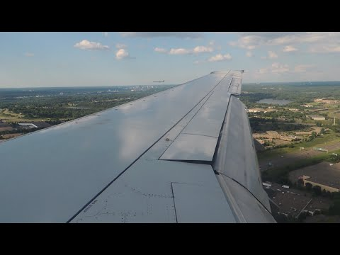 Sun Country Airlines Boeing 737-700 [N713SY] parallel landing, taxi, and shutdown in MSP