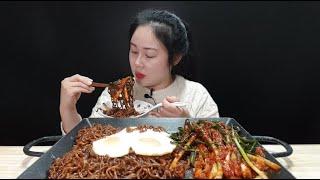 짜파게티에 파김치는 못 참지ㅋㅋ 새로나온 실비파김치 짜파게티 3봉이랑 계란후라이랑 밥이랑 먹방  spciy green onion kimchi mukbang