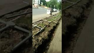 Смотреть видео Природогеноцид,как кладут бордюры на ул.Металлургов в Москве! онлайн