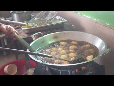 How to fry Jalangkote, food typical of Makassar