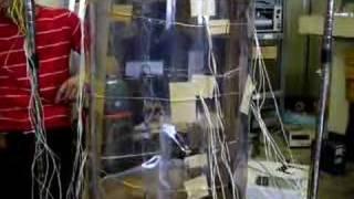 T中は実験室に竜巻を発生させた。 我々はその威力に驚愕した。 本物の...