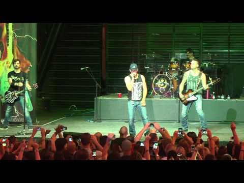 "3 Doors Down Rocks Fremont Street Experience With ""Kryptonite"""