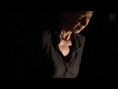 "squint:-amy-knoles-(live-at-the-""electronic-music-in-the-21st-century-with-amy-knoles""-2011)"