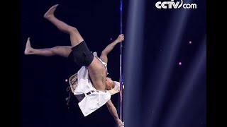 Construction worker changed life by pole dancing | CCTV English
