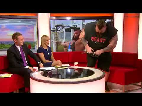 WSM Eddie Hall Bends Frying Pan With Bare Hands
