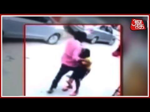 छेड़छाड़ के विरोध में आरोपी ने महिला और उसके पति को पीटा