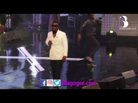 Sarkodie, Akwaboah Performance At Becca 10 Years Concert