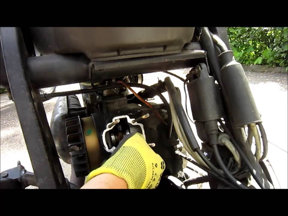 how to change a piston / cylinder - piaggio 50ccm 2 stroke - youtube