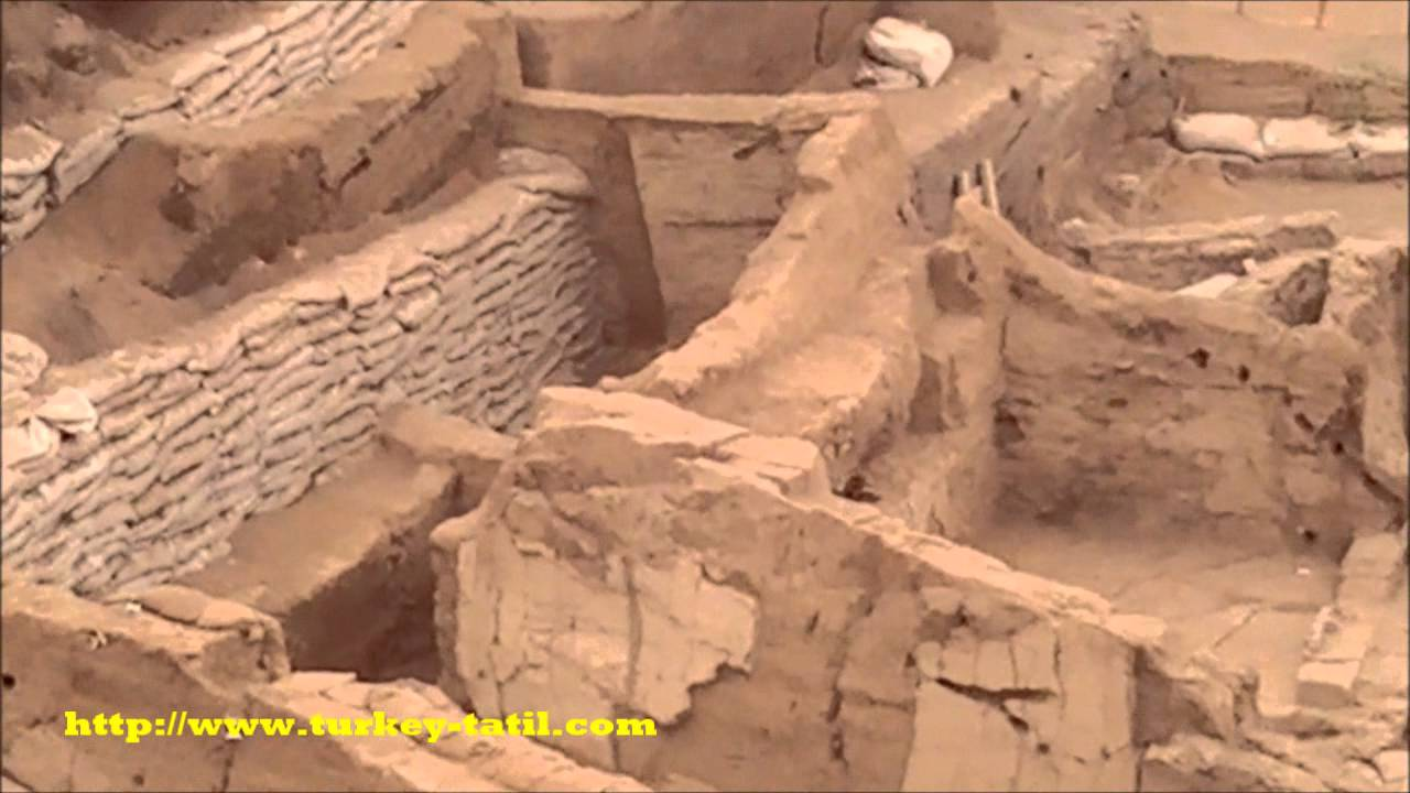an overview of the archaeologist discovery of catal huyuk First excavated in the 1960s by british archaeologist james mellaart, the turkish neolithic site of Çatalhöyük was reopened by an international team led by ian hodder for an ambitious 25-year project beginning in 1993.