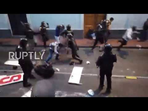 Ecuador: Clashes erupt as pro-Assange protesters rally in Quito