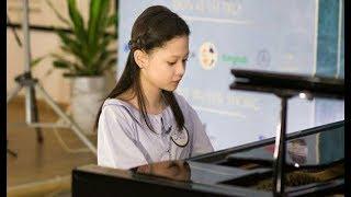 Nữ sinh 2002 xinh xắn, vừa đàn piano vừa hát sở hữu loạt clip hút trăm ngàn lượt xem