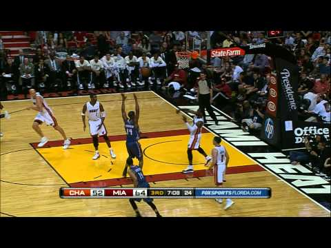 Dwyane Wade Throws the Touchdown Pass