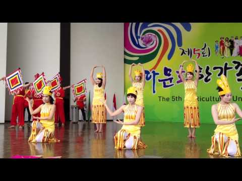 """Muilticultural Day- Dance """"Dong mau lac hong""""_2 2012.05.13"""