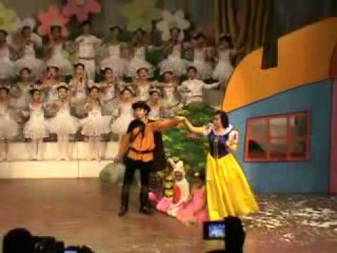 Jessica Le (Khanh Linh) in Bach Tuyet va 7 chu lun - Part 1