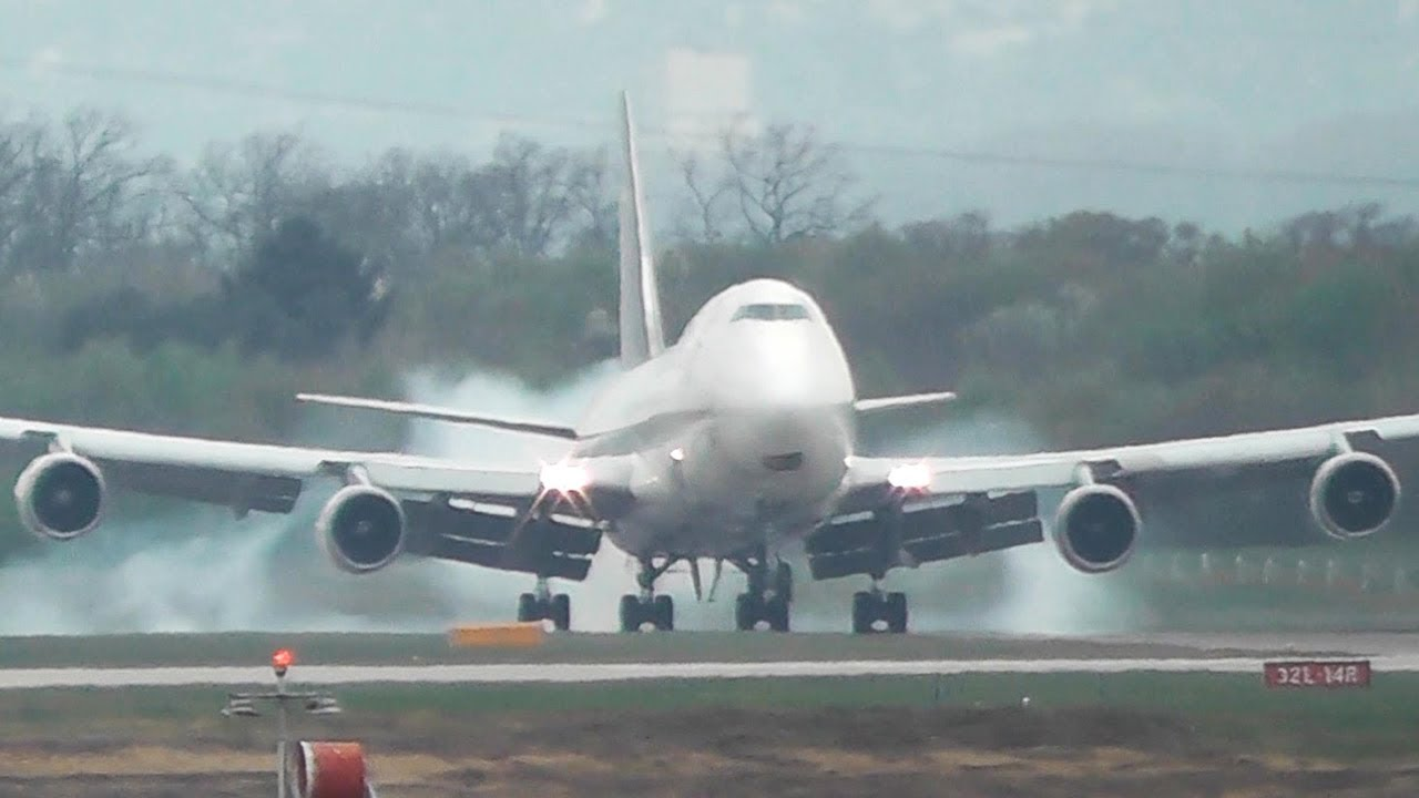 very hard ups boeing 747 landing at cologne hd youtube