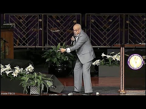"""""""Looking For Life in The Middle Of What's Dead"""" Pastor John K. Jenkins Sr. (Resurrection Sunday)"""