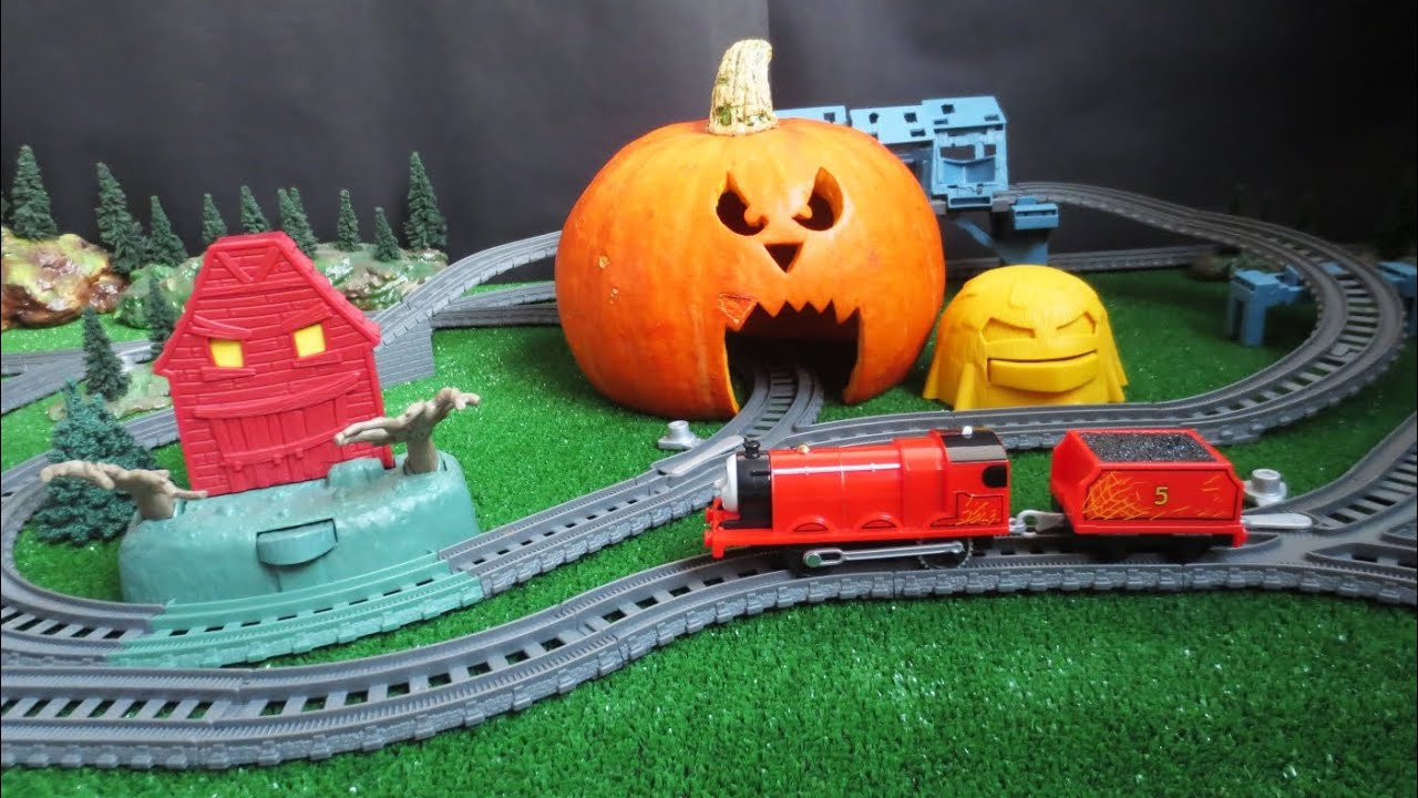 Trackmaster Troublesome Traps Set With Spooky Halloween