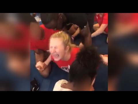 13-Year-Old Cheerleader Cries in Agony Over Painful Split During Practice