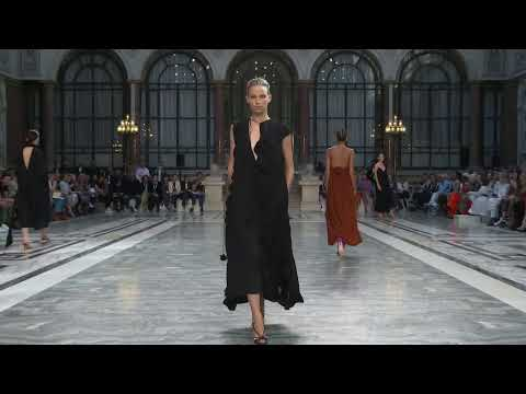 Victoria Beckham | Spring Summer 2020 - London Fashion Week Live