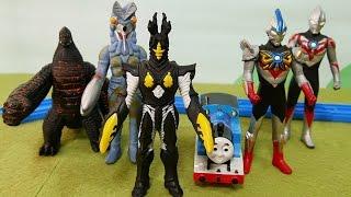きかんしゃトーマスときたぞ我らのウルトラマン!オーブトリニティが登場☆ファミリーおもちゃアニメ
