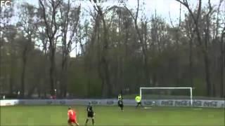Thủ môn ghi bàn từ cú phát bóng lên