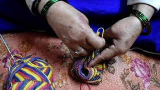 Knitting: How to stitch socks for newly born kids from scratch