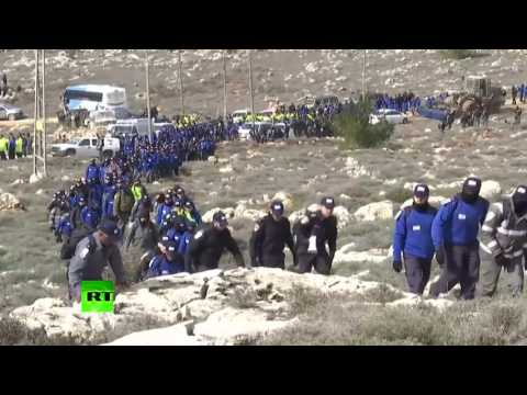 Illegal Jewish settlers removed by huge Israeli security team