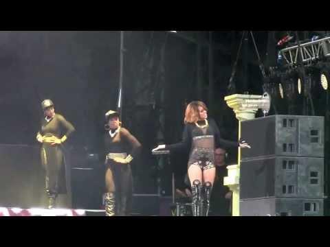 rihanna---phresh-out-the-runway-&-birthday-cake-diamonds-world-tour-dublin